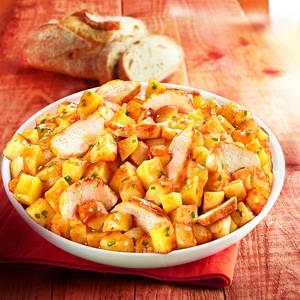 Marie Poulet rôti et pommes de terre fondantes avec du jus et une pointe de persil
