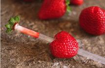 Astuce: comment équeuter les fraises ?