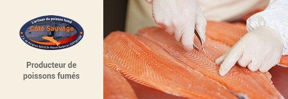 La famille Le Nain spécialiste du poisson fumé depuis plus de 40 ans, vous propose une gamme variée : haddock, thon germon, lieu noir, maquereaux et évidemment du saumon ! Du filetage au tranchage en passant par le salage ils privilégient le fait main : c'est pourquoi ils vous proposent des produits réduits en sel. De plus, la conservation est naturelle car le fumage est réalisé au bois de chêne provenant de forêt à gestion durable.