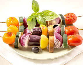 Brochettes de légumes d'été au barbecue
